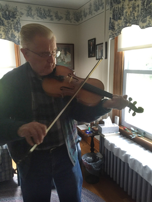 Robert Hil playing his fiddle